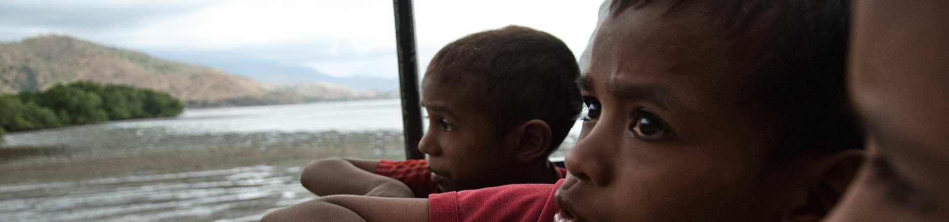 Corações abraçados a Timor